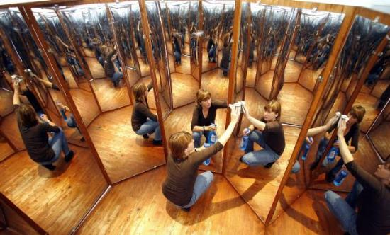 Зеркальная комната фото